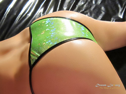 Sexy Dream-Luxury Mini-Tanga im brasilianischen Stil aus Stretch-Lack / Hologramm-Nylon